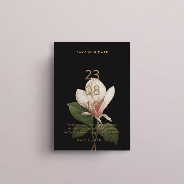 Save the Date auf Acryl mit floralem Print hinterlegt